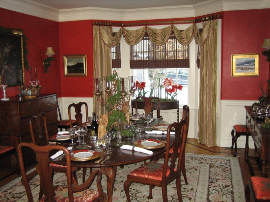 The red dining room accents the red and brown color theme throughout